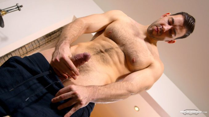 Sixpack Stud Bottoms To Hunk While Jerking