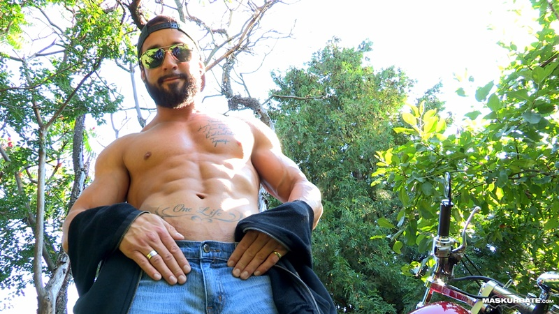maskurbate-ripped-naked-big-muscle-man-zack-huge-thick-long-dick-solo-jerk-off-cumshot-sexy-muscled-hunk-beard-facial-hair-ripped-abs-004-gay-porn-sex-gallery-pics-video-photo