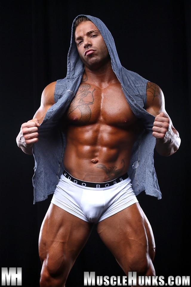 muscle men 2 muscle hunks  Max Hilton