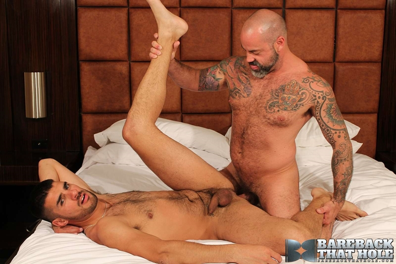 bareback that hole  Scotty Rage and Nick Andrews