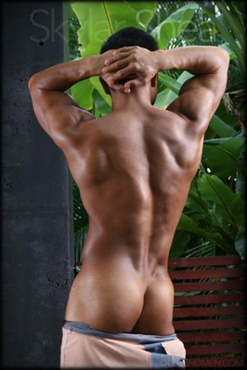 Gorgeous Big Muscle Boy Skylar Shea Packs Out His Assless -1935