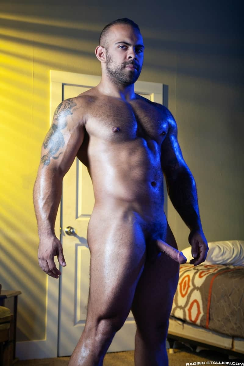 Men for Men Blog Jay-Landford-Lorenzo-Flexx-bareback-fucking-big-black-cock-muscle-ass-hole-RagingStallion-003-gay-porn-pictures-gallery Jay Landford takes ownership of Lorenzo Flexx's hole with passionate kisses and long driving thrusts of his raw glistening cock Raging Stallion