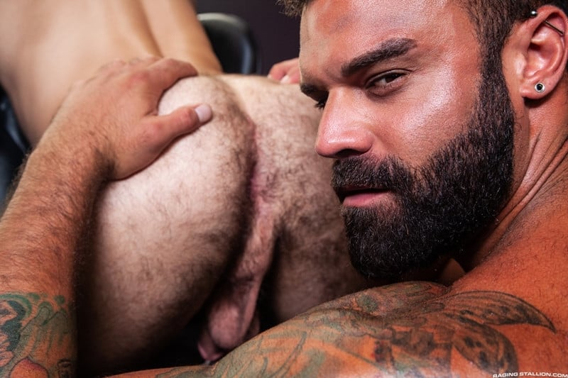 Men for Men Blog Ripped-stud-Drake-Masters-Tegan-Zayne-big-dick-dude-smooth-muscled-ass-RagingStallion-011-gay-porn-pictures-gallery Ripped stud Drake Masters pounds away on Tegan Zayne's scruffy ass Raging Stallion